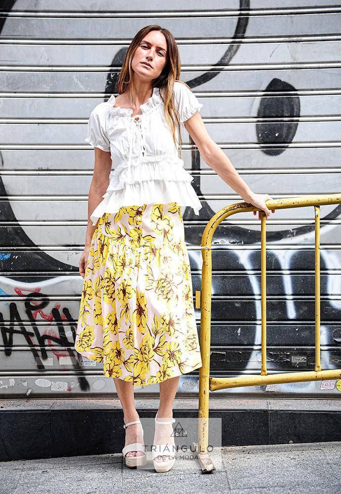 Tienda online del Triangulo de la Moda Conjunto de blusa blanca y falda estampada